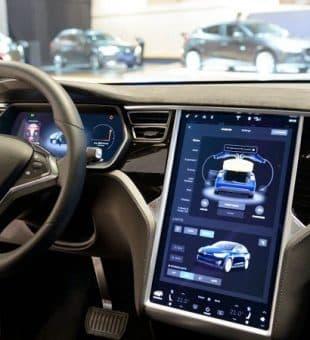 تولید ون الکتریکی ۱۲ نفره تسلا و باتری خودرو با پیمایش یک میلیون مایل